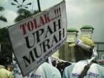 Demo menuntut penghapusan upah murah